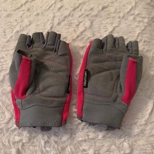 Nike fit dry workout gloves XS
